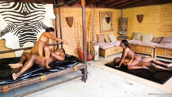 Негритянские массажистки совокупляются с вождями племени в бунгало
