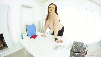 Сисястая толстушка устала работать и любезно оголилась за офисным столом