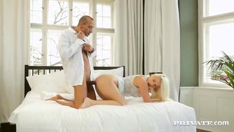 Импозантный кавалер чувственно трахает сексапильную девушку в киску